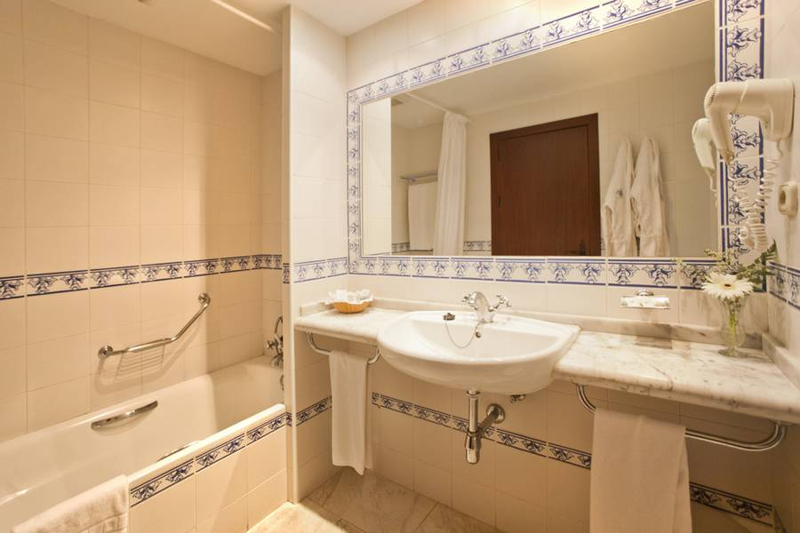 DOUBLE STANDARD ROOM + EXTRA BED TRH Mijas Hotel